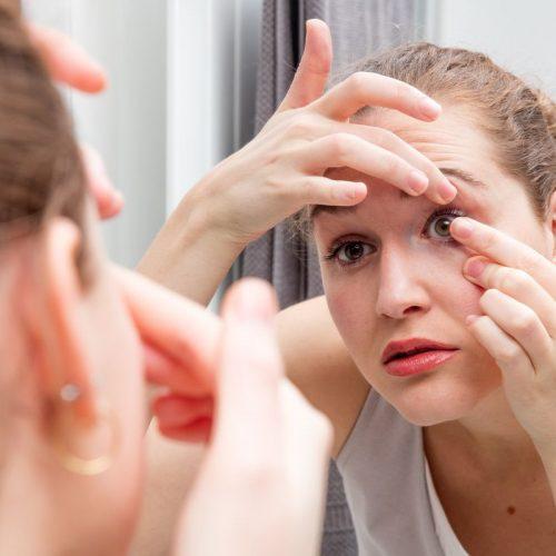 Jak ściągać soczewki kontaktowe?
